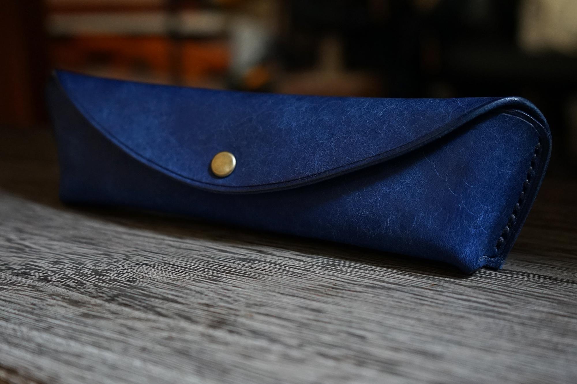 ペントレイのように使える tenui-手縫い イタリアンレザースリムペンケース rolia-graffi(ローリア/ グラフィー)販売開始しました